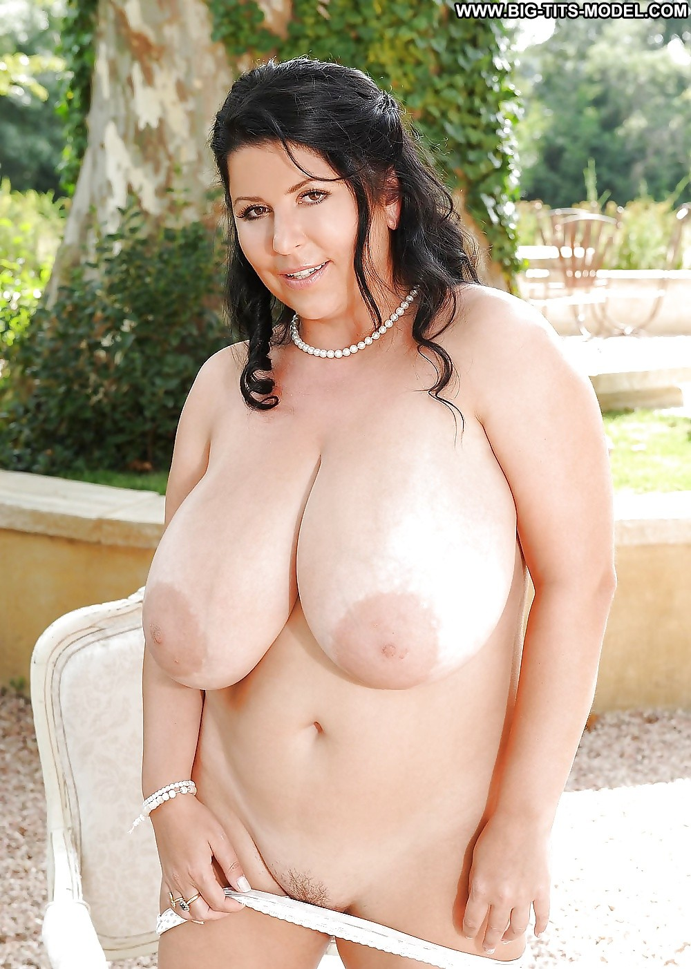 Amateur with massive tits 4