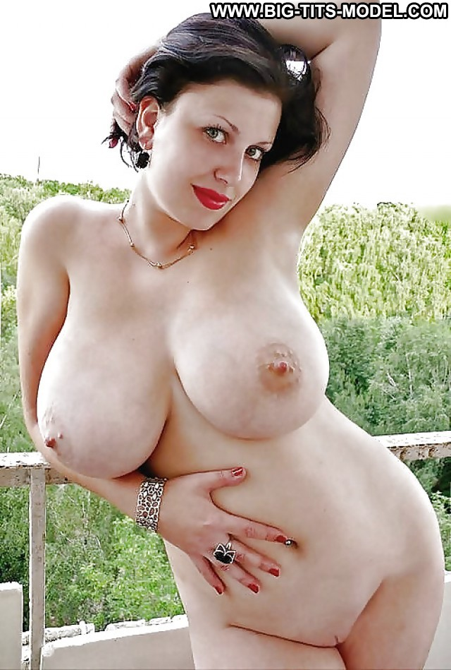 Julie Private Pics Big Tits Big Boobs Amateur Public -4880