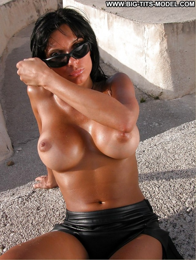 Zoila Private Pics Big Boobs Black Babe Glasses Amateur Big Tits