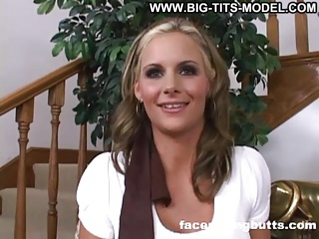 Renita Video Bed Face Sitting Femdom Big Butts Big Butt Hot Milf Big